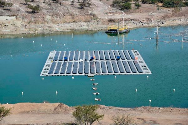 Anglo American pone en marcha en Chile primera planta solar flotante sobre relaves del mundo