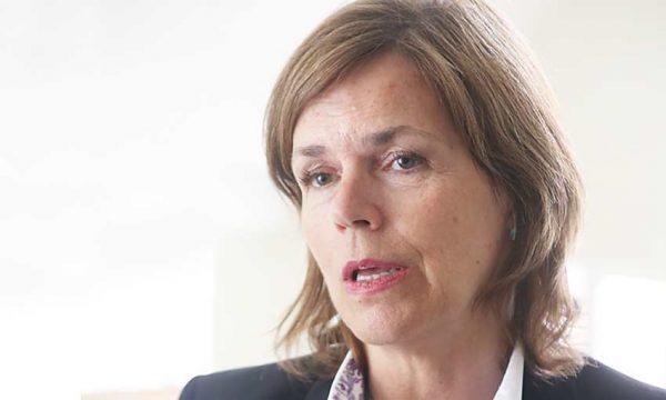 Embajadora de Noruega responde por críticas a salmonicultoras